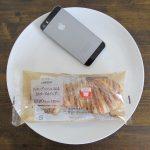 ローソンのコンビニパン「クッキーデニッシュコロネ カスタードホイップ」