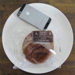 ファミマ・サークルKのコンビニパン「シュークリームみたいなパン(チョコ)」