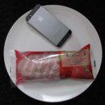 ファミマ・サークルKのコンビニパン「エクレアみたいなパン(いちご&ホイップ)」