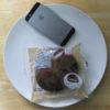 ローソンのコンビニパン「もちっとチョコパンケーキ チョコクリーム&アーモンドホイップ」