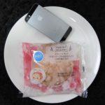ファミマ・サークルKのコンビニパン「メロンパンサンド(ラズベリージャム&ホイップ)」