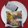 ローソンのコンビニパン「塩キャラメルクリーム入りチョコチップメロンパン」