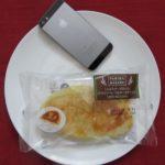 ファミリーマートのコンビニパン「こんがりチーズのパン(ドライソーセージ&チーズクリーム)」