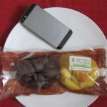 セブンイレブンのコンビニパン「もちもちパン(チョコ&カスタード)」