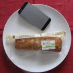 セブンイレブンのコンビニパン「シナモン香るアップルクランブルケーキ」